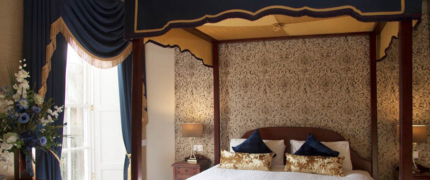 The Royal Scots Club - Four Poster Bed