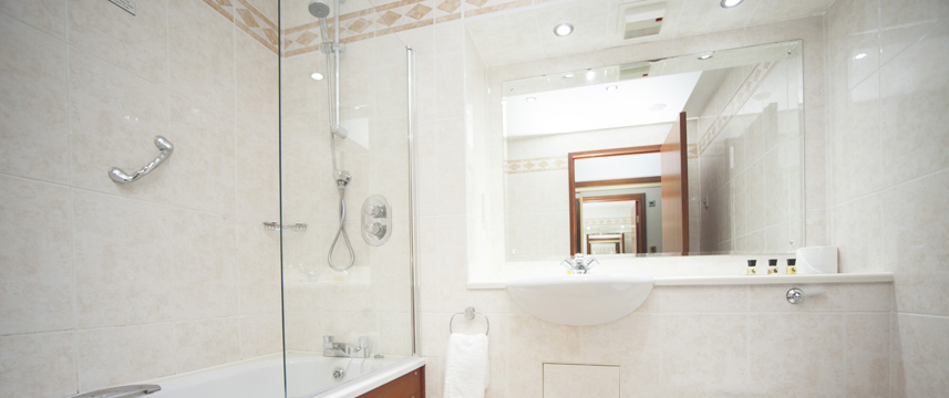 The Victoria Hotel Manchester - Executive Bathroom