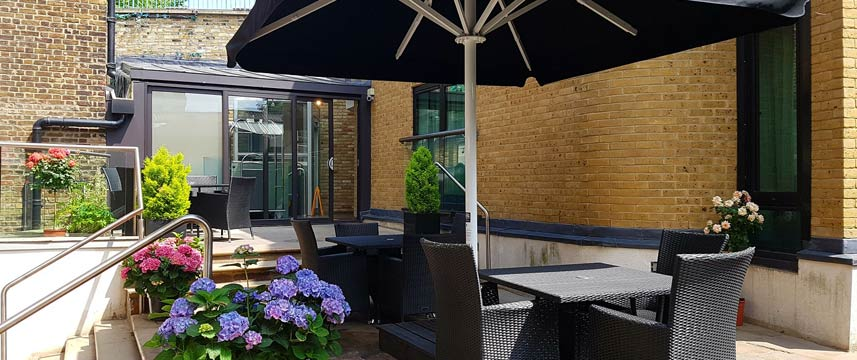 The Westbridge Hotel - Courtyard Seating