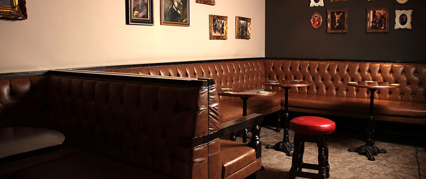 White Hart Hotel and Apartments - Bar Seating