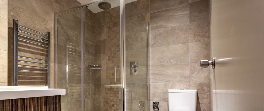 White Hart Hotel and Apartments - Shower Room