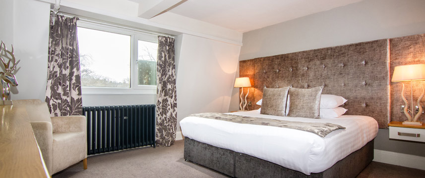 White Hart Hotel and Apartments - Suite Bed
