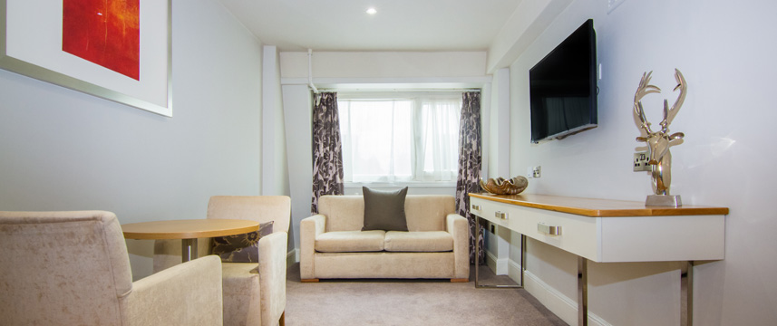 White Hart Hotel and Apartments - Suite Lounge