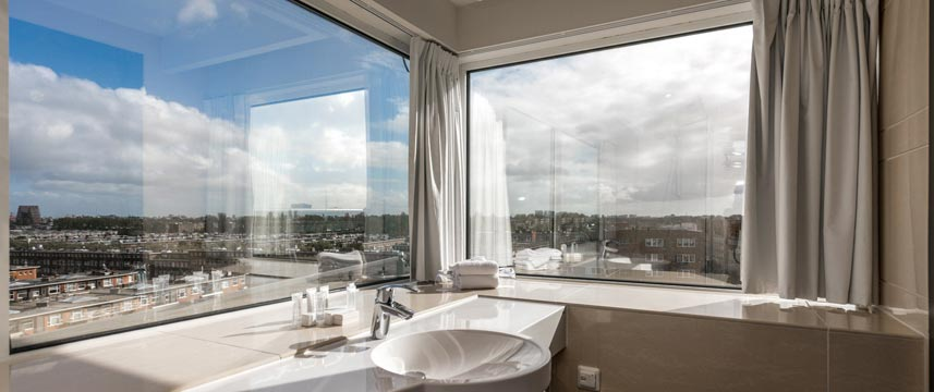 XO Hotels Blue Tower - Bathroom View