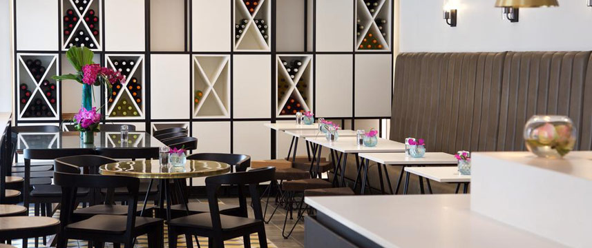 Z Hotel Tottenham Court Road - Z Cafe Tables