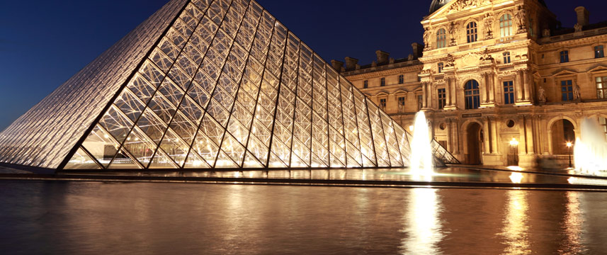 louvre pyramid evening