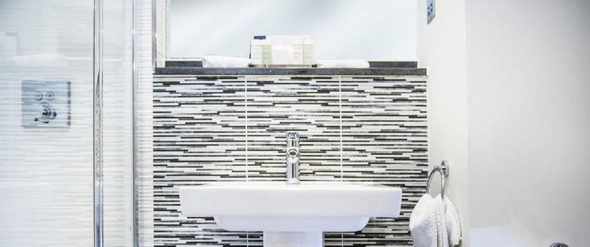 voco Oxford Thames - Bathroom